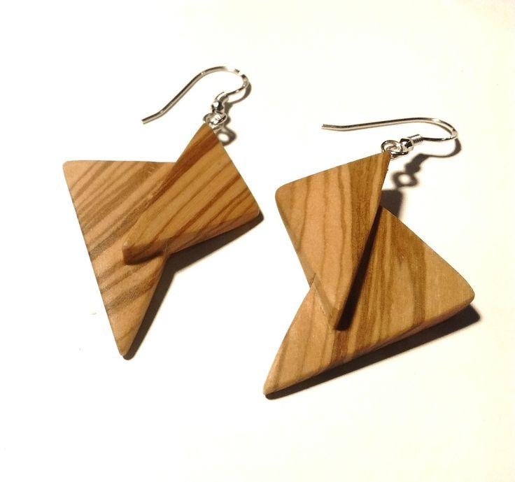 Boucle d'oreille en bois d'Olivier, fabrication artisanale,disign original , minimaliste et géometrique : Boucles d'oreille par maeevii-creation