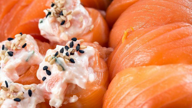 Sushi di salmone e gamberi