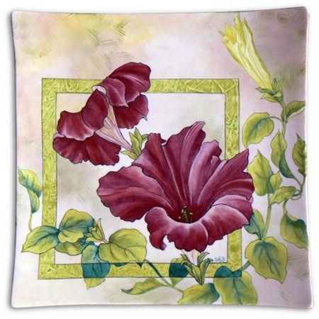 Prato decorado com belos hibiscos,para ocasiões mais chiques...curtam.....