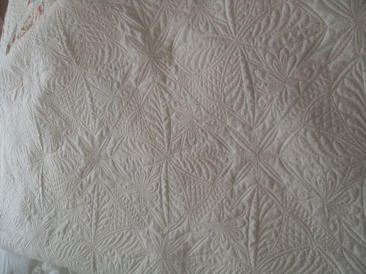 Hunter's Star reverse. Pieced and quilted by Englishquilter.