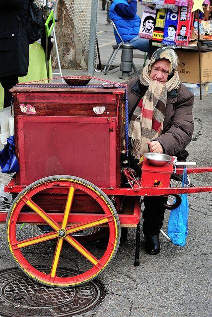 España. Madrid. Salvadora, la última organillera. El Rastro. Taken in El Rastro, Madrid, Spain | Flickr: Intercambio de fotos