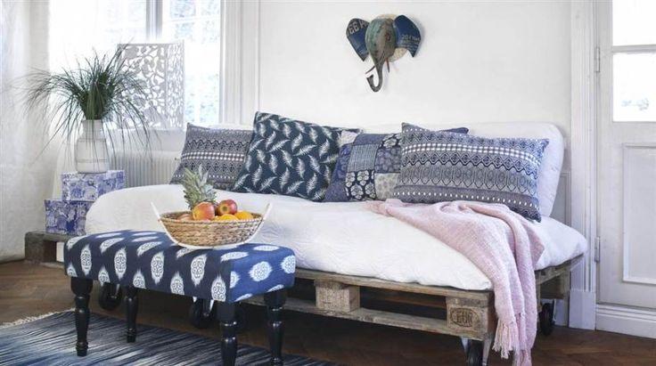 Vanliga lastpallar är användbara på fler sätt än att lasta på. Vi gjorde en soffa, ett bord och en sänggavel att inspireras av. Så här gör du.