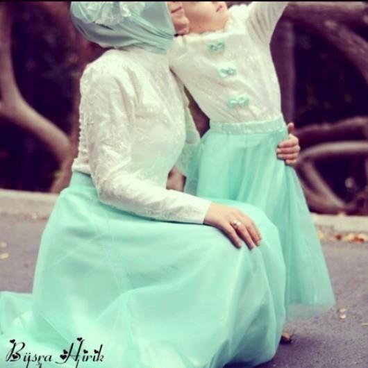 Mommy hijab fashion....inshaAllah http://abayatrade.com muslim magazine  Cute