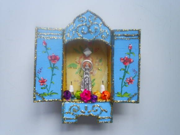 """**MODELO EXCLUSIVO ARTE E OFÍCIO ATELIÊ** Relicário feito em caixa de fósforos. A caixinha é toda reforçada com tecido! Bem colorido e cheio de detalhes. Vários santos disponíveis. Preço de uma unidade!  ---> Nossa Senhora Aparecida, a  """"Padroeira do Brasil"""". É celebrada no dia 12 de Outubro. R$ 28,47"""