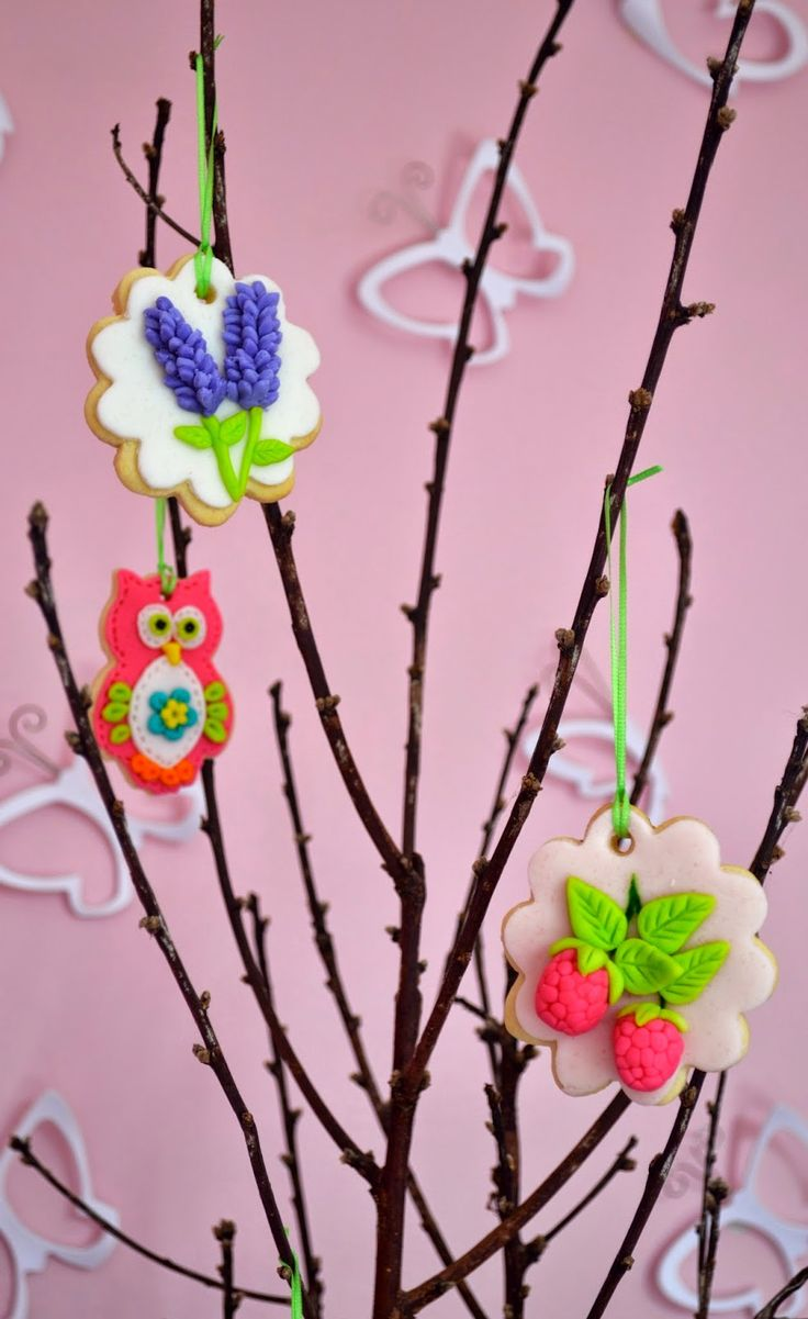 Cookies, fondant, tree, lavandula, lavender, strawberry, raspberry, rose, owl, butterfly.