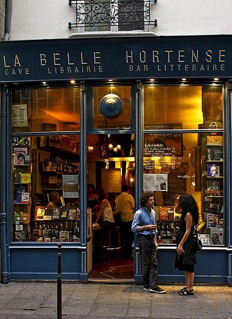 La belle Hortense, en el barrio de Marais, Paris, es una vinoteca, librería, galería y café-bar literario. El local toma el nombre de la novela de Jacques Roubaud. http://www.cafeine.com/