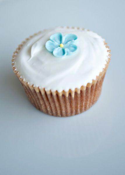 Simple Vanilla Cupcakes: Simple White Cupcake Recipe, Vanilla Cupcake Recipe, Beautiful Cupcake, Baking Ideas, Cupcake Cakes, Basic Cupcake Recipe, Royals Ice, Baking Bree, Simple Vanilla