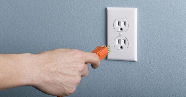 Cables de alta tensión. Los cables de alta tensión son la forma segura de usar y transferir grandes cantidades de electricidad al mismo tiempo. Existen diferentes tipos de cable, cada tipo esta diseñado para su uso con determinados tipos de maquinas y voltaje. Los cables se dividen en tres tipos básicos: baja, media y alta tensión. Los cables de alta tensión se usan con ...