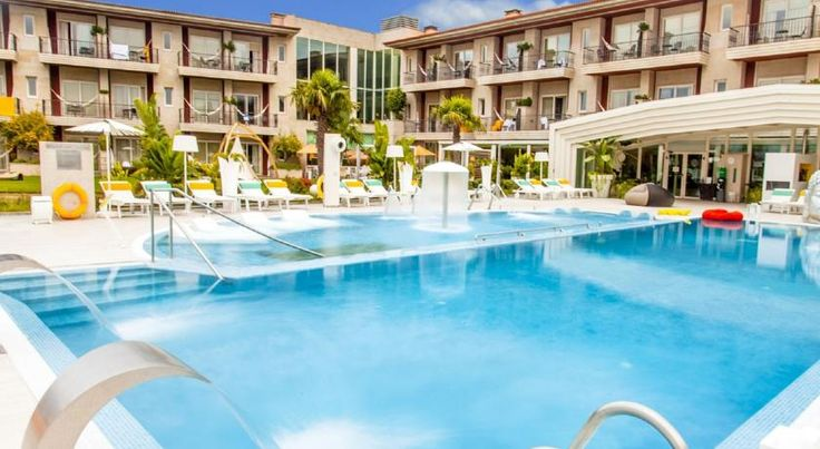 Augusta Spa Resort Sanxenxo Located 600 metres from Silgar Beach in Sanxenxo, this resort offers elegant rooms with free Wi-Fi and views of the Pontevedra River. It features an extensive spa and an outdoor pool.  The spa includes 3 heated pools, one of which is adults-only.