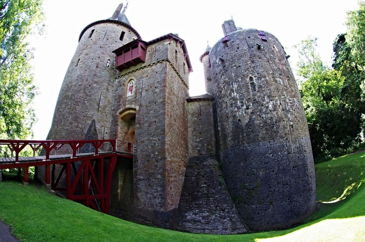 castle coch by Steve Bissex on 500px