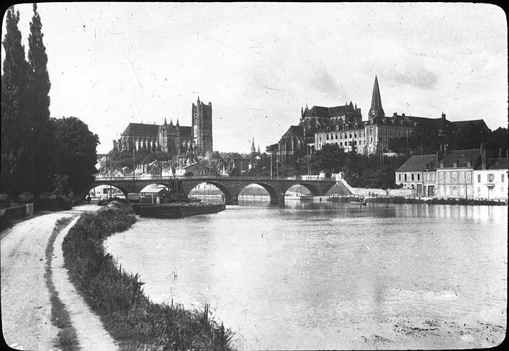 Un saut dans le passé pour cette belle vue d'Auxerre !