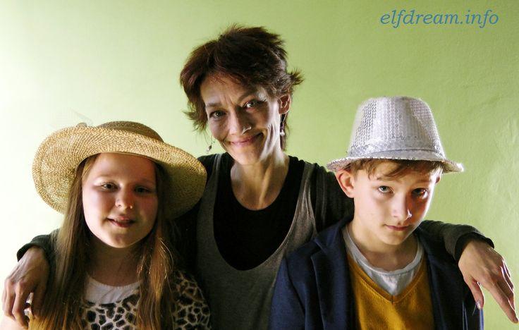 elfdream.info - Adam Fencl - (right) - Sara Pleslova (left) - Monica Foris (middle)