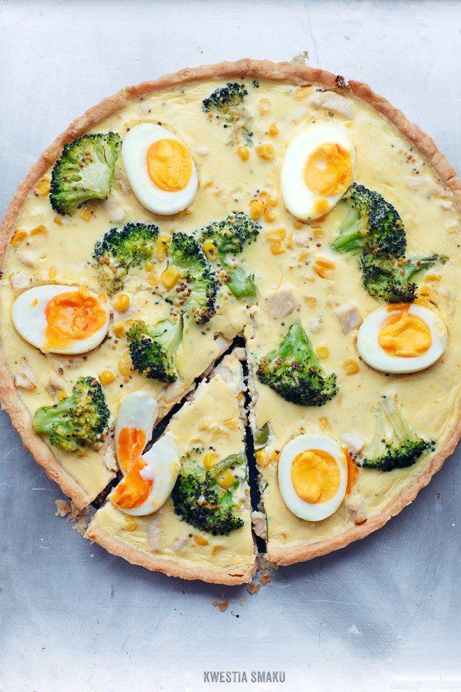 Tarta z kurczakiem, brokułami, kukurydzą i jajkiem