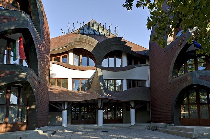 SÁROSPATAK, Árpád Vezér College