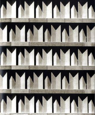 miguel_fisac_la_arquitectura_de_un_genio_302350902_320x.jpg 320×389 pixels