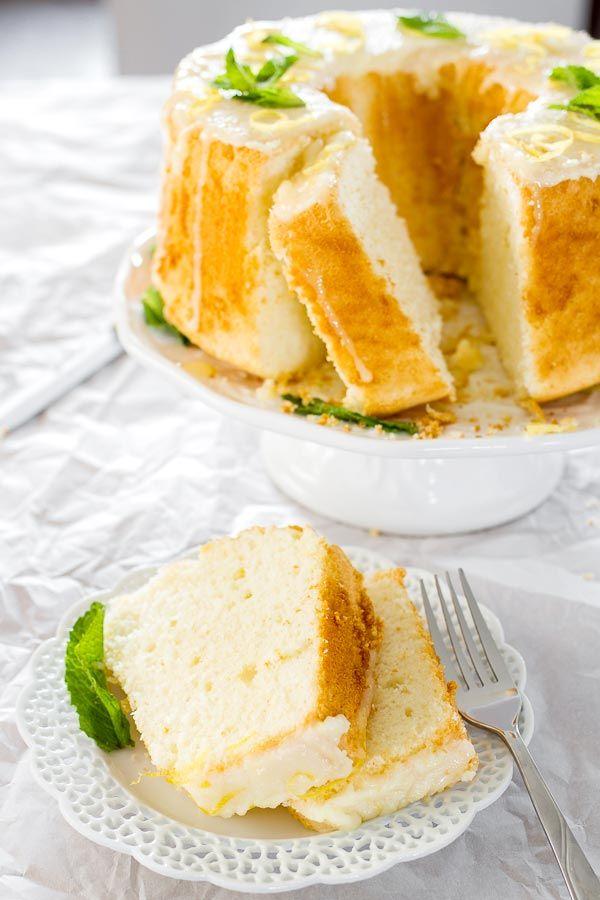 Fácil pastel de limón cubierto con un delicioso glaseado de limón.