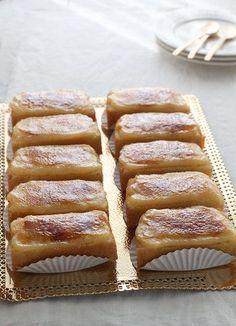 Borrachos una delicia Ingredientes: (para 12 borrachos) - Para el bizcocho: 4 huevos 120 g de azúcar 120 g de harina floja - Pa...