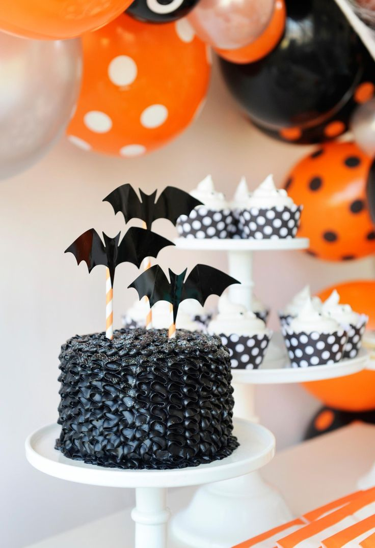 kids halloween party bat cake - Halloween Decorations Cakes