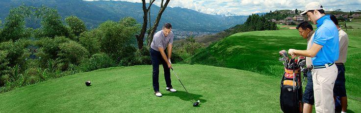 Golf au Sri Lanka.  Le golf, sport de gentlemen, est idéal pour se détendre. Le Sri Lanka est l'endroit parfait pour venir pratiquer votre swing. L'île possède trois des plus beaux 18 trous en Asie situé à Colombo, Nuwara Eliya et Kandy. Un quatrième parcours à récemment été ouvert près de la baie de Trincomalee. Les prestigieux Royal Colombo Golf Club et le Nuwara Eliya Golf Club remontent à l'époque coloniale et sont encore empreints de l'atmosphère des club de cette époque.