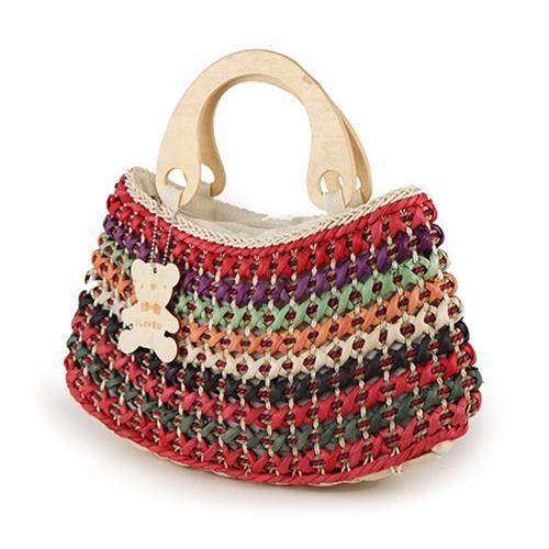 BORSA TEDDY ROSSA  -  Originale borsa in paglia naturale con inserti in paglia colorata e grazioso orsetto pendente. Impugnatura in legno. Chiusura con zip e taschina interna.