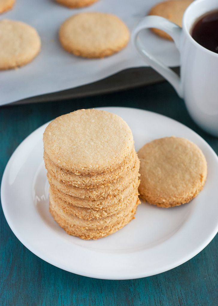 Low Carb Shortbread Cookies - these tasty cookies are totally grain free and all you need is 4 ingredients.