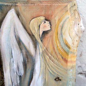 Anioł Wiary w Lepsze Jutro pomaga uwierzyć w to, że los przygotował nam coś lepszego niż przeżyliśmy do tej pory. Czemu mielibyśmy nie wierzyć, że szczęście czeka na nas tuż za zakrętem i pragnie się do nas uśmiechnąć?!