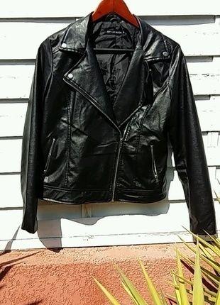 À vendre sur #vintedfrance ! http://www.vinted.fr/mode-femmes/vestes-en-cuir/21428740-veste-style-perfecto-en-simili-cuir