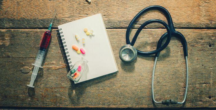 """Medizinstudenten-Syndrom - Unikosmos-User Falko wird schwarz vor Augen, wenn über Körperfunktionen gesprochen wird. Expertin Dr. Karin Anderson kennt das als """"Medizinstudenten-Syndrom""""."""