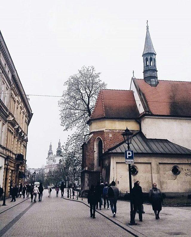 foto: @olaparzyszek #vzcokrakow #vscokrakow #yourvzcokrakow #krakow #krakowie #cracow #kraków #cracovia #cracov #krakov #краков #krakau #polen #staremiasto #podgórze #kazimierz #krk  #malopolska #malopolskatogo #polski #polskie #polska #architecture #architektura #vscoarchitecture