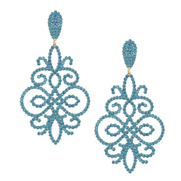 Die in blau gehaltenen Steckerohrringe Shiny mit den schimmernden Steinen passen zu Jeans genauso wie zum glamourösen Kleid. Die filigrane Form macht sie zu einem Accessoire mit besonderer Wirkung, das farbliche und ausdrucksstarke Akzente setzt.