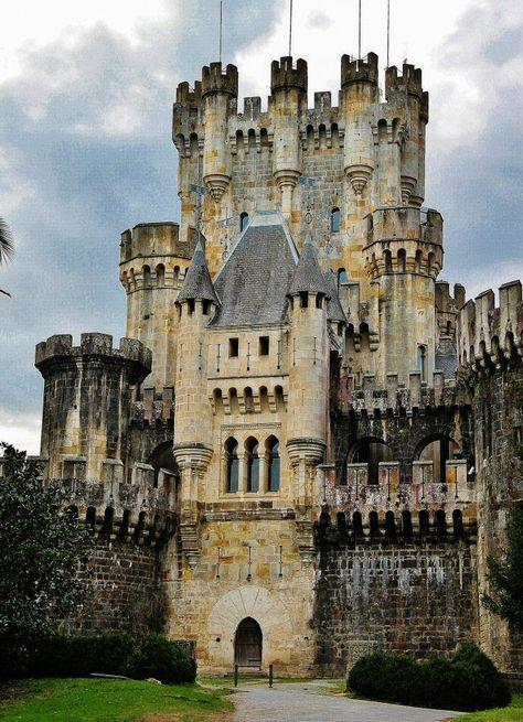 Castillo de Butrón en la comarca de Uribe cerca de Bilbao, España
