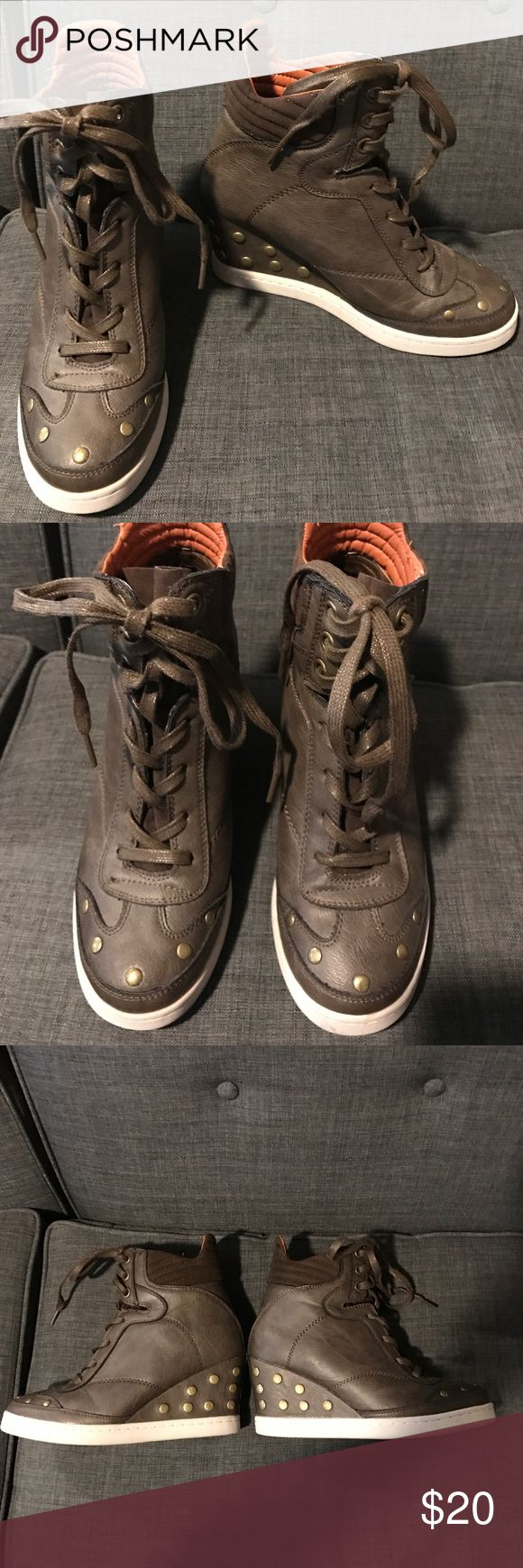 Report Brown Studded Sneaker Wedge Size 7 EUC only worn a couple times. Two small scuffs on sole, but the rest of the shoe is pristine. When I bought them, there was a puffy orange second sneaker tounge sticking out of the top, so I cut that out. Small remnant of the second shoe tongue is folded into the shoe, shouldn't be any bother to use. Report Shoes Wedges