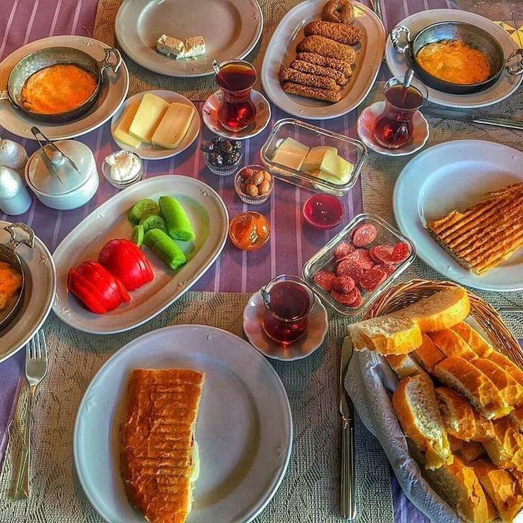 Antep'te 2.gün kahvaltımız, katmer öğleden sonra @anadoluevleri hotel #breakfast #brunch #katmer #gaziantep Blogger @hulyameral ☎️ 0342-2209525 www.kucukoteller.com.tr/gaziantep-sahinbey-otelleri.html ✨ 2 kişi oda kahvaltı 107 TL