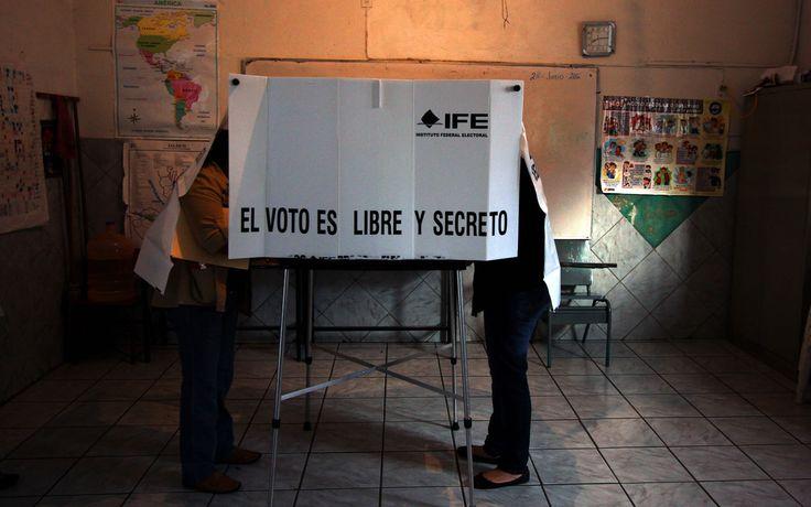 Que incómodas pero eficientes cabinas de votación en México