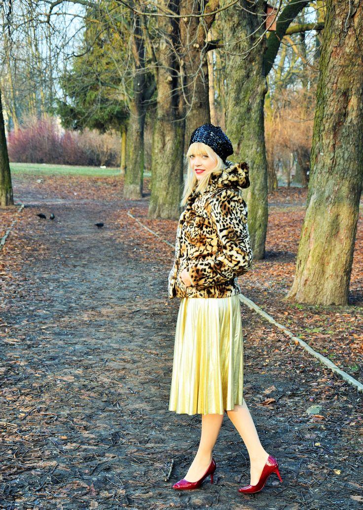 #street style #look #outfit #stylizacja #blogger #fashion #inspiracje #panterka #plisowana spódnica #czerwone szpilki www.kobiece-inspiracje.com