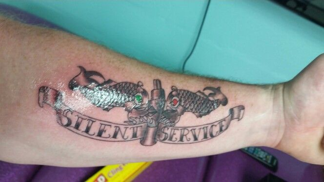 submarine dolphins tattoo with silent service tattoos pinterest dolphins tattoo tattoo. Black Bedroom Furniture Sets. Home Design Ideas