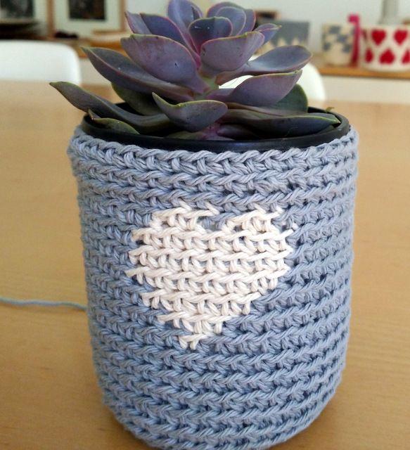 Small crochet basket, by AM