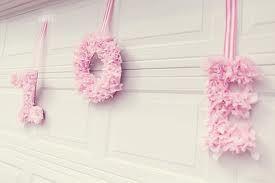 Naam van de baby in bloemenkrans