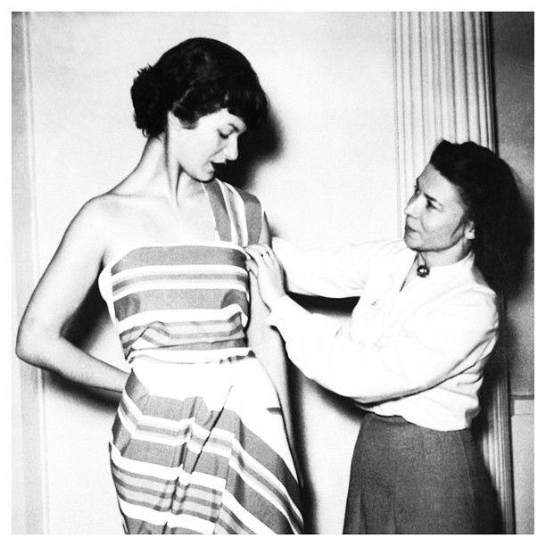 Hommage à Marie-Louise #Carven sur notre blog : theplacetodress.com/blog qui a été la première à réaliser de robes pour les petites. #dress #fashion #petite #couture #style #RIP