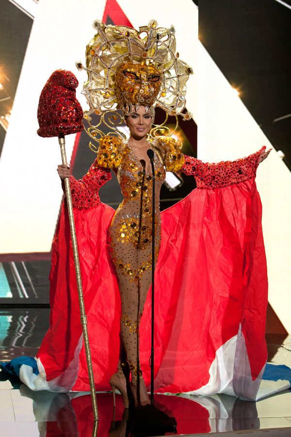 Miss Paraguay Miss Universe 2015 - the sleeves are giving me ideas for a modified version for a faerie costume!