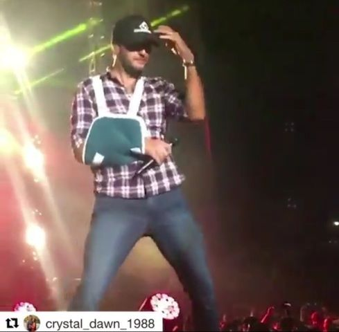 Luke Bryan |  A slings never looked so sexy!!  another twitter vid to good n...