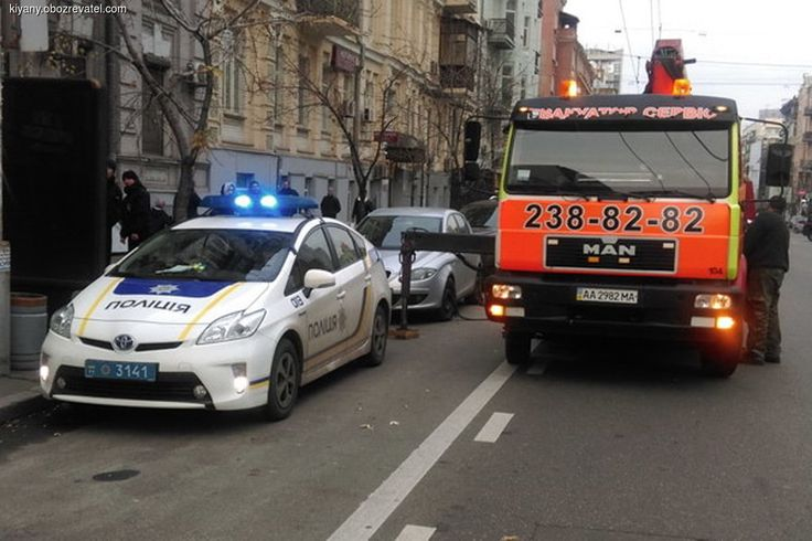 Столичная полиция станет активнее использовать эвакуаторы для того, чтобы навести порядок с парковкой транспорта в Киеве.