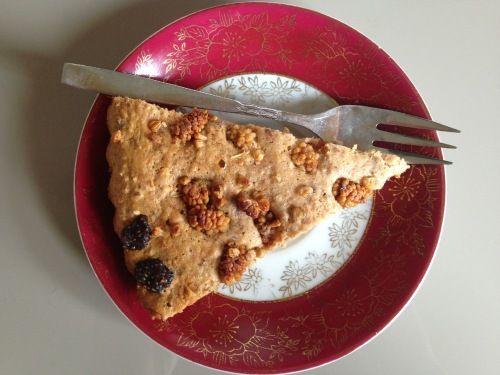 Een gezonde cake waar je zonder schuldgevoel van kunt snoepen, wie wil dat nou niet! Van deze suikervrije aardbeien cake kan dat. Lekker en gezond!