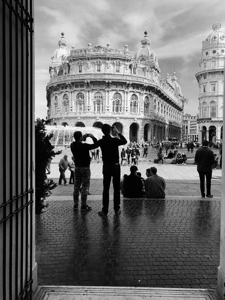 La fotografia non è come la pittura. Vi è una frazione creativa di un secondo quando si scatta una foto. Il tuo occhio deve vedere una composizione o un'espressione che la vita stessa propone, e si…