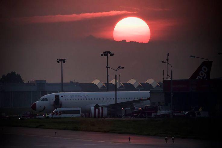 Słońce zachodzi nad Bingo Airways. Fot. Grzegorz Różycki