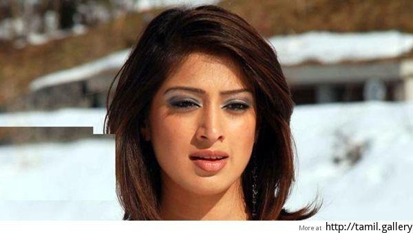 Raai Laxmi denies saying that she is Dhoni's ex-girlfriend! - http://tamilwire.net/57584-raai-laxmi-denies-saying-dhonis-ex-girlfriend.html