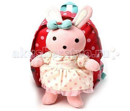 Winghouse Рюкзак детский с игрушкой и поводком Заинька  — 2250р.   Winghouse Рюкзак детский с игрушкой и поводком Заинька  Наши рюкзаки Winghouse с ремешками безопасности многофункциональны, сделаны из нетоксичных материалов и ограждают маму от беспокойства за безопасность своего малыша.  Этот удобный рюкзачок позволяет держать вещи Вашего ребенка всегда под рукой, ремешок безопасности дает возможность удобно контролировать дистанцию с малышом, а съемные куклы делают его еще и практичным…