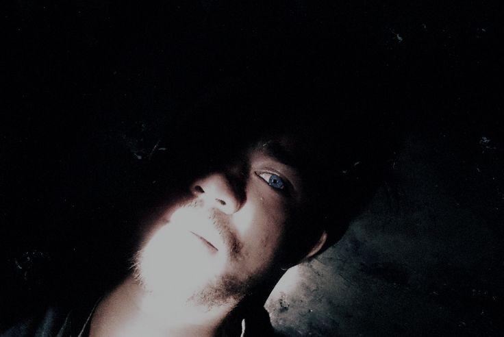 bengong dalam gelap