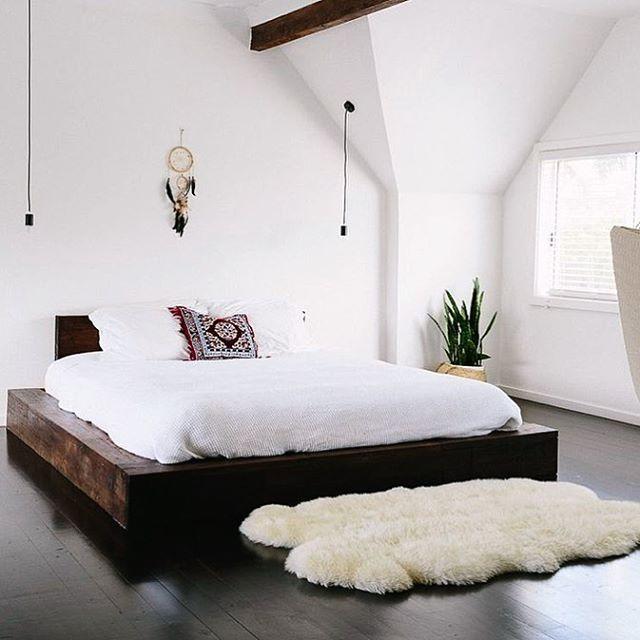 Boho meet minimalist. Nice to meet you. #designcollaboration #styleclash #designtips #bedroomdecor #MOMme |pic via Pinterest of @oraclefox bedroom . . . . . #bedroomstyle #minimalist #allwhite #beachhousestyle #beachhouse #oraclefox #bohostyle #bohodecor #bohostyle #boholiving #bohoglam #boholifestyle #bohemian #bohemianstyles #modernbohemian #newboho #vintagestyle #bed #stylingideas #dreamcatcher #rug #dailyfluff #stylingtips #interiorblogger