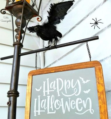 DIY Spooky Halloween light post decor with chalkboard // Halloween dekoráció lámpaoszlopból írható krétatáblával // Mindy - craft tutorial collection // #crafts #DIY #craftTutorial #tutorial #HalloweenCrafts #Halloween #DIYHalloweenDecor #DIYHalloweenCostumes